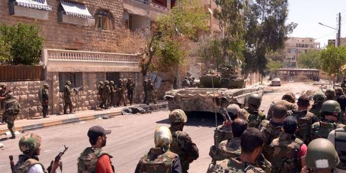 Les troupes gouvernementales prennent position dans le district de Seif Al-Dawla à Alep, le 25 août dernier.