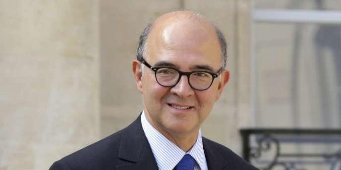 Le ministre des finances Pierre Moscovici, a plaidé, lundi 10 septembre, en faveur d'une révision des conventions fiscales liant la France à la Suisse. Ici, le 5 septembre.