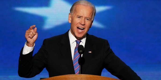 Joe Biden haranguant les délégués à la convention de Charlotte.