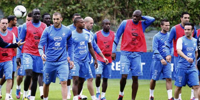 Quatre joueurs ont pris part à la négociation sur les primes : le capitaine Hugo Lloris, Karim Benzema, Franck Ribéry et Rio Mavuba, ici le 5 septembre à Clairefontaine.