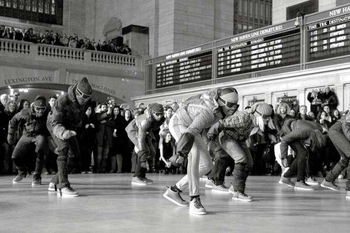 Le 13 février 2011, Moncler organisait, en guise de défilé, un flash mob au cœur de Grand Central Station à New York.