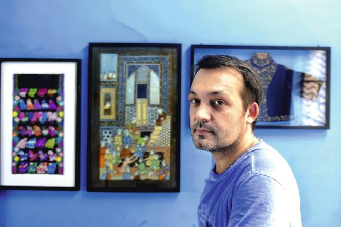 Maximiliano Modesti dirige les ateliers 2M. Il travaille pour Hermès, Oscar de la Renta, Isabel Marant... C'est lui qui propose les meilleurs salaires aux brodeurs de Mumbai.