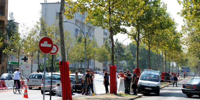 Un homme de 53 ans a été abattu par balle et un septuagénaire a été très légèrement blessé, samedi 8 septembre au matin, dans une rue de Grenoble.