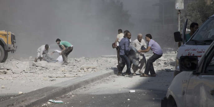 Tarik Al Bab, Aleppo, 09/08/2012. A Syrian Army Plane dropped a bomb on a residential building of the populated square in Central Aleppo. Douzen of bodies, killed and wounded are carried to the Al Shifa hospital while citizens continue to look for bodies under the rubles. photo Laurent Van der Stockt for Le Monde