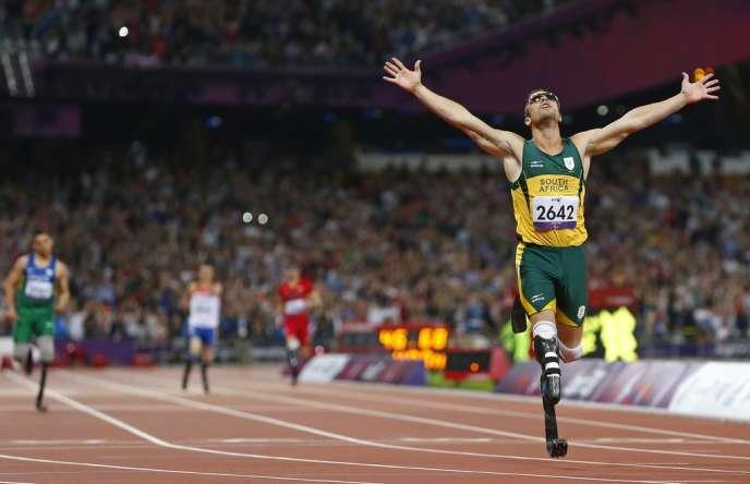 Oscar Pistorius à l'issue de son 400 mètres victorieux.