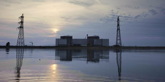 Vue de la centrale de Fessenheim qui aura 40 ans en 2017.