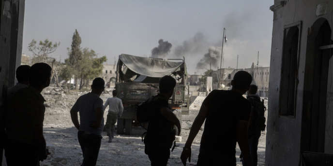 L'entrée de la base de l'armée syrienne prise par les rebelles, à Hananou, dans la vieille ville d'Alep, dimanche 9 septembre.