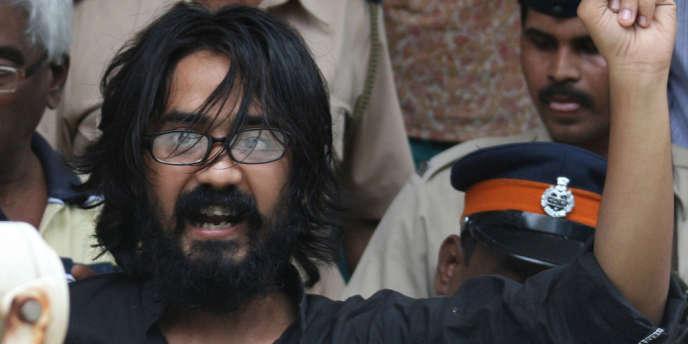 Le dessinateur Aseem Trivedi, à l'extérieur du tribunal, à Bombay (Mumbai), en Inde, le 9 septembre.