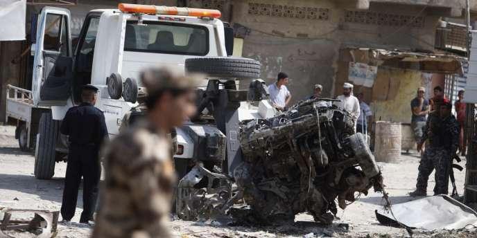 Sur les lieux d'une attaque à la voiture piégée, à Bassorah, au sud-ouest de l'Irak, le 9 septembre.