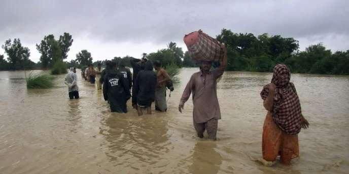 Des crues subites sont à l'origine de 31 décès dans le Cachemire administré par le Pakistan (nord-est), ont indiqué les services d'urgence.