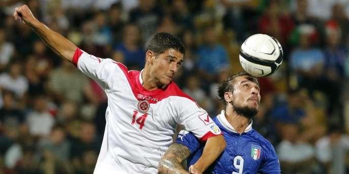 Pablo Osvaldo face au Maltais Edward Herrera, à Modena le 11 septembre.