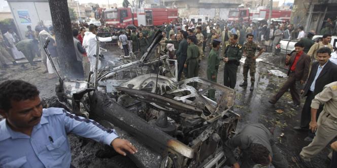Le ministre de la défense yéménite, Mohamed Nasser Ahmed, a échappé à un attentat à la voiture piégée qui a fait 12 morts.