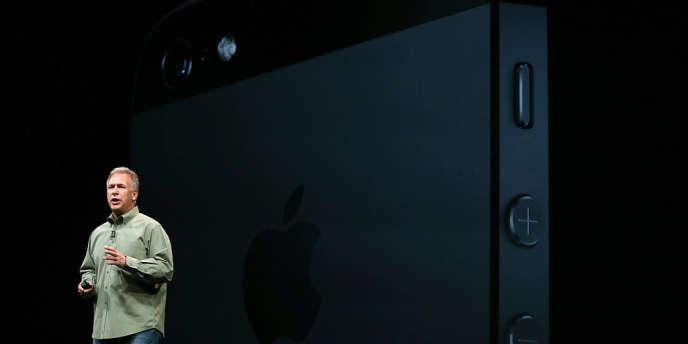 Phil Schiller, vice-président d'Apple, présente le nouvel iPhone, le 12 septembre.