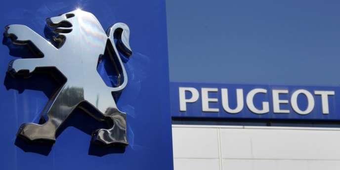 Trois grandes marques automobiles. Ford, Fiat, Peugeot.Trois exemples de dynasties durables, phénomène devenu rare dans l'industrie à l'heure de la mondialisation.