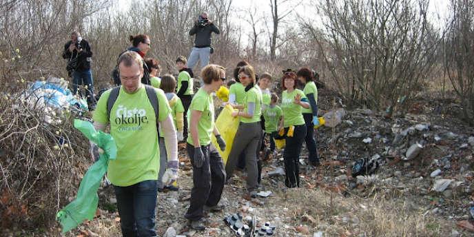 Une équipe de bénévoles, le 24 Mars 2012, en Slovénie.