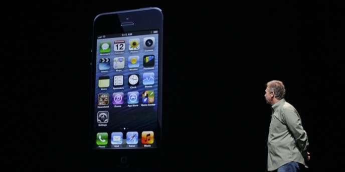Phil Schiller, vice-président d'Apple, présente l'iPhone 5, le 12 septembre.