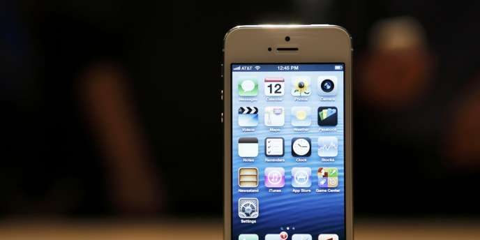 Orange et SFR ont dévoilé les prix (respectivement de 199 et 189 euros) de l'iPhone 5 pour la souscription à un forfait illimité.