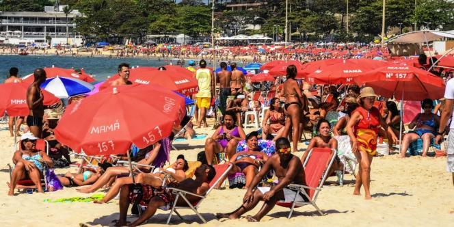 Sur la plage de Copacabana, à Rio de Janeiro.