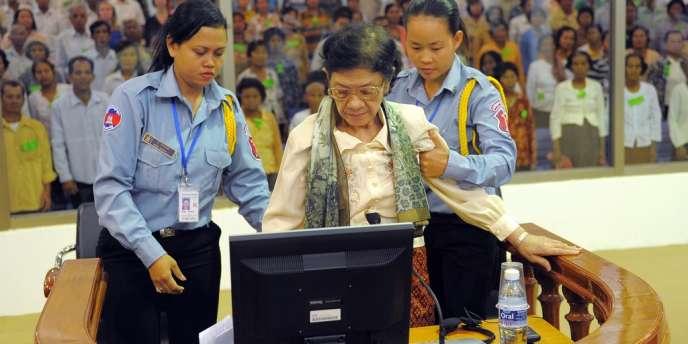 Ieng Thirith, 80 ans, ex-ministre des affaires sociales du régime de Pol Pot, en avril 2010 à Phnom Penh.