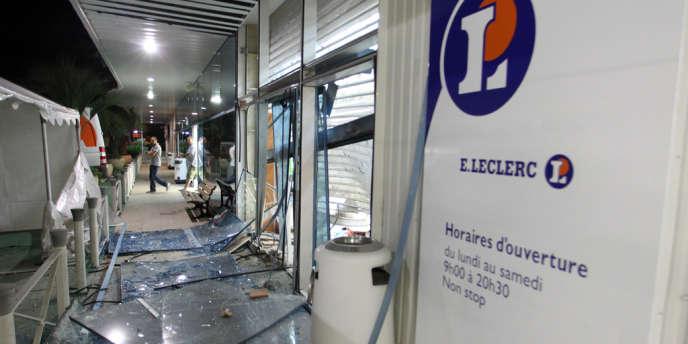 Quatre supermarchés Leclerc ont été plastiqués.