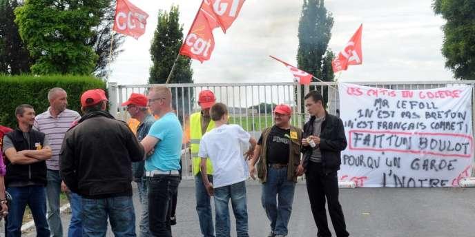 A Graincourt, des salariés du groupe Doux ont bloqué l'abattoir.