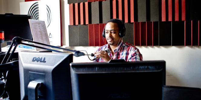Biniam Simon, responsable de radio Erena, la radio erythréenne indépendante basée à Paris.