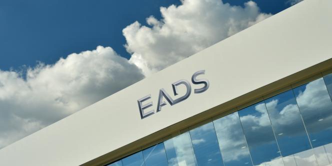Les ministres de la défense français, britannique et allemand se sont rencontré mercredi soir pour évoquer le projet de fusion des groupes aéronautiques et de défense EADS/BAE en marge d'une réunion des ministres européens de la défense à Chypre.