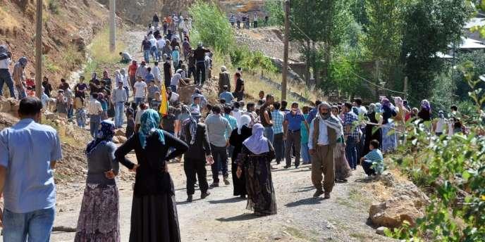 Manifestation de Kurdes bloquée par des soldats turcs, le 3 septembre dans le sud-est de la Turquie.