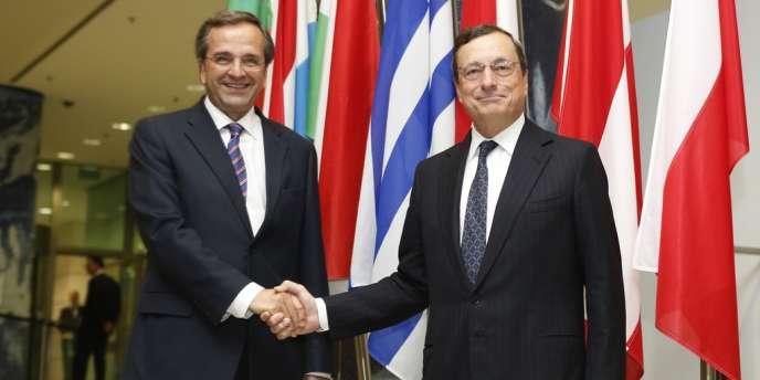 Le premier ministre grec, Antonis Samaras, et le président de la BCE, Mario Draghi, mardi 11 septembre à Francfort.