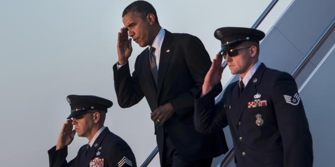 Barack Obama à son retour à la base aérienne d'Andrews, dans le Maryland, le 13 septembre 2012, après avoir fait campagne dans le Nevada et le Colorado.