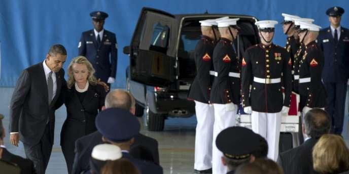 Barack Obama et Hillary Clinton ont pris la parole lors d'une cérémonie en hommage aux quatre Américains tués en Libye, vendredi.