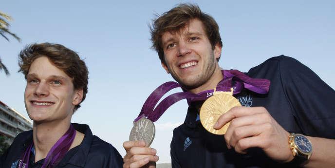 Champion olympique du relais 4 × 100 m à Londres, Clément Lefert, ici aux côtés de son coéquipier Yannick Agnel le 10 août, met un terme à sa carrière de nageur.