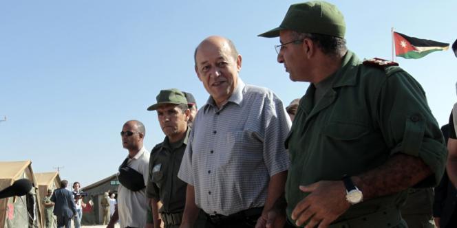 Le ministre français de la défense, Jean-Yves Le Drian, au camp de Zaatari, le 13 septembre.