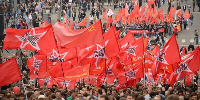 Au moins 20 000 personnes, selon une estimation de l'AFP, prenaient part à cette manifestation après le départ du défilé à 14H00 locales (10H00 GMT) place Pouchkine, à Moscou.