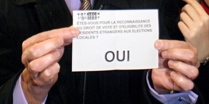Promis par Mitterrand, voté par l'Assemblée en 2000 puis par le Sénat en 2011, le droit de vote des étrangers est une mesure que la gauche n'a jamais réussi à imposer.