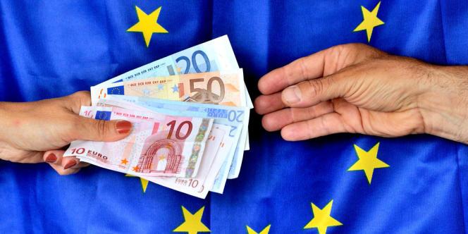 La France a envoyé à Bruxelles son projet de budget, qui prévoit un nouveau dérapage du déficit public, le gouvernement s'emploie à minimiser le bras de fer avec Bruxelles et ses conséquences.