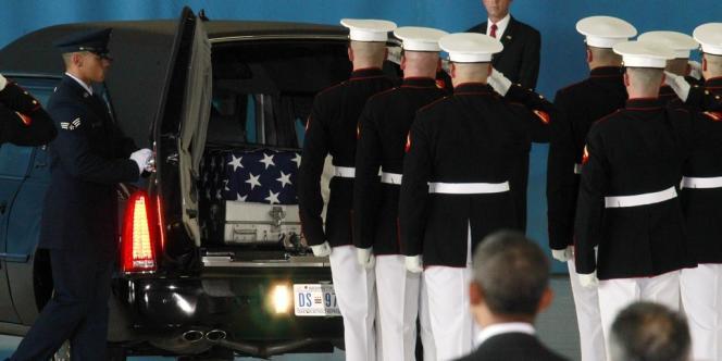 Le président Obama à l'arrivée des corps des quatre Américains tués à Benghazi, le 11 septembre 2012.