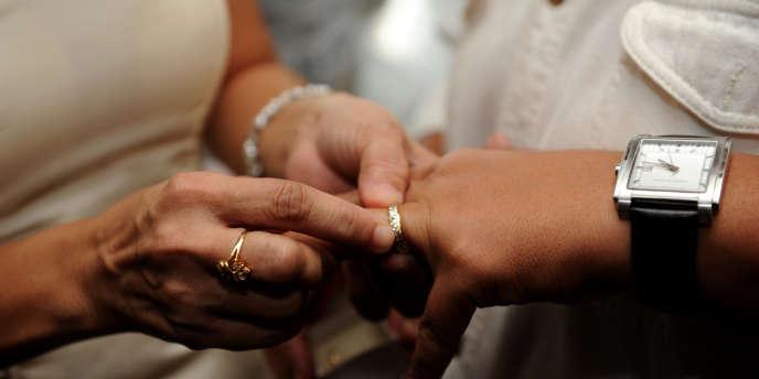 Les droits des couples pacsés ont été progressivement alignés sur le mariage. Mais il subsiste encore des différences de taille.
