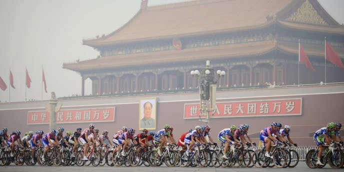 Le Tour de Pékin, dernière épreuve du calendrier cycliste mondial, s'élance vendredi pour sa quatrième et dernière édition, les yeux braqués sur l'épais brouillard polluant qui étouffe la capitale chinoise. Ces dernières 24 heures, la pollution de l'air a fait son retour à Pékin à un niveau