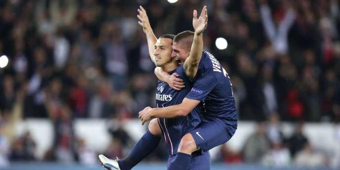 Marco Verratti étreint Zlatan Ibrahimovic après son premier but avec le PSG en Ligue des champions, mardi 18 septembre au Parc des Princes.