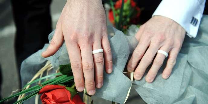 Célébration symbolique d'un mariage homosexuel à Lannion (Côtes-d'Armor), en avril.