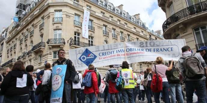 Manifestation des salariés du Crédit immobilier de France, le 13 septembre, à Paris.