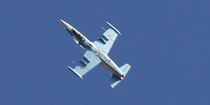 Avion de l'armée syrienne dans le ciel d'Alep, le 19 septembre.