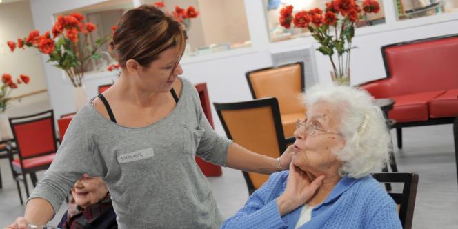 Environ 40 % des malades d'Alzheimer vivent dans des structures.