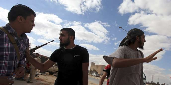 Le nouveau pouvoir n'est pas parvenu à désarmer ces groupes d'ex-rebelles bien que plusieurs d'entre eux aient intégré les ministères de la défense et de l'intérieur.