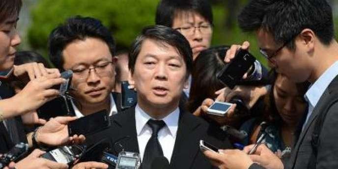 Le candidat à l'élection présidentielle, Ahn Cheol-soo, à Séoul, en septembre 2012.