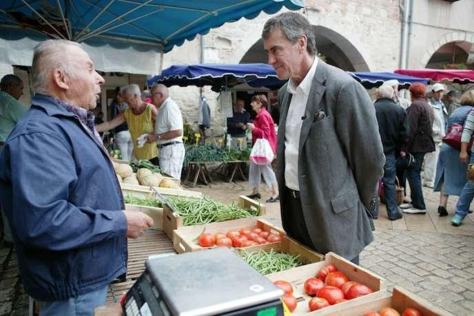 Jérôme Cahuzac, sur le marché de Villeneuve-sur-Lot (Lot-et-Garonne), le samedi 22 septembre.