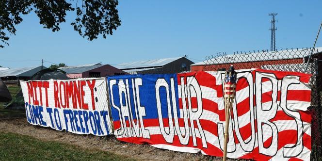 Une banderole à Freeport (Illinois) demandant à Mitt Romney de sauver les emplois de l'entreprise Sensata.