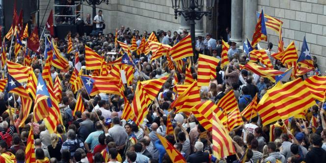 Un rassemblement d'indépendantistes ur la place Sant Jaume à Barcelone, le 20 septembre.