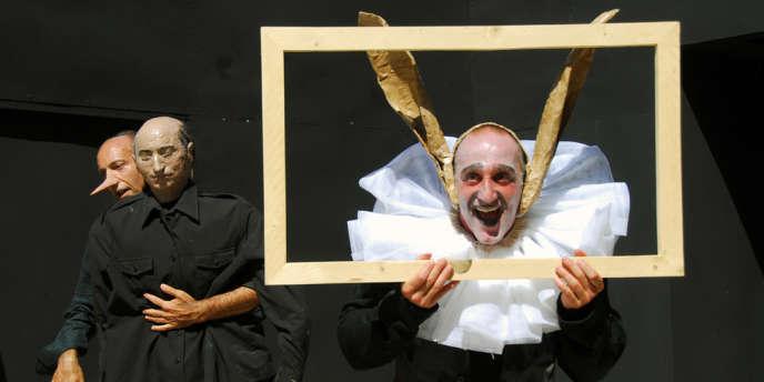 L'acteur italien Aniello Arena (à droite) lors d'une représentation de